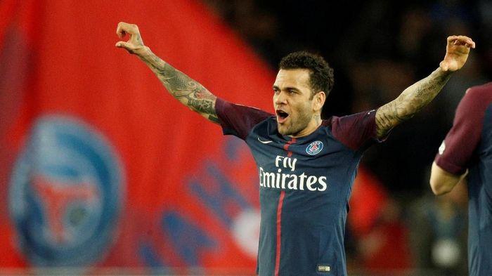 Man City dan Tottenham Berlomba Untuk Mendapatkan Dani Alves